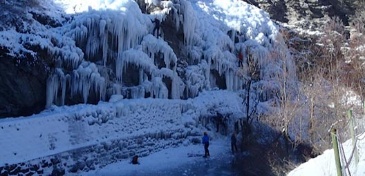 Cascade-de-glace-weekend-cascades-perfectionnement